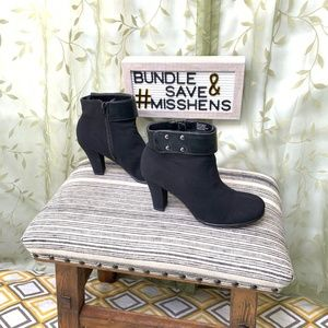 AEROSOLES Shoes - EUC AEROSOLES BLACK ROLEAGAIN HEEL ANKLE BOOTIES